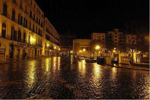 Plaza de la Merced desierta, no nos dejan reunirnos ahí de noche