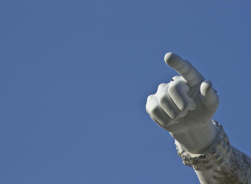 Cuando el dedo apunta al cielo...