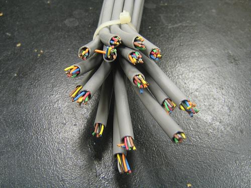 Sin neutralidad, cables cortados